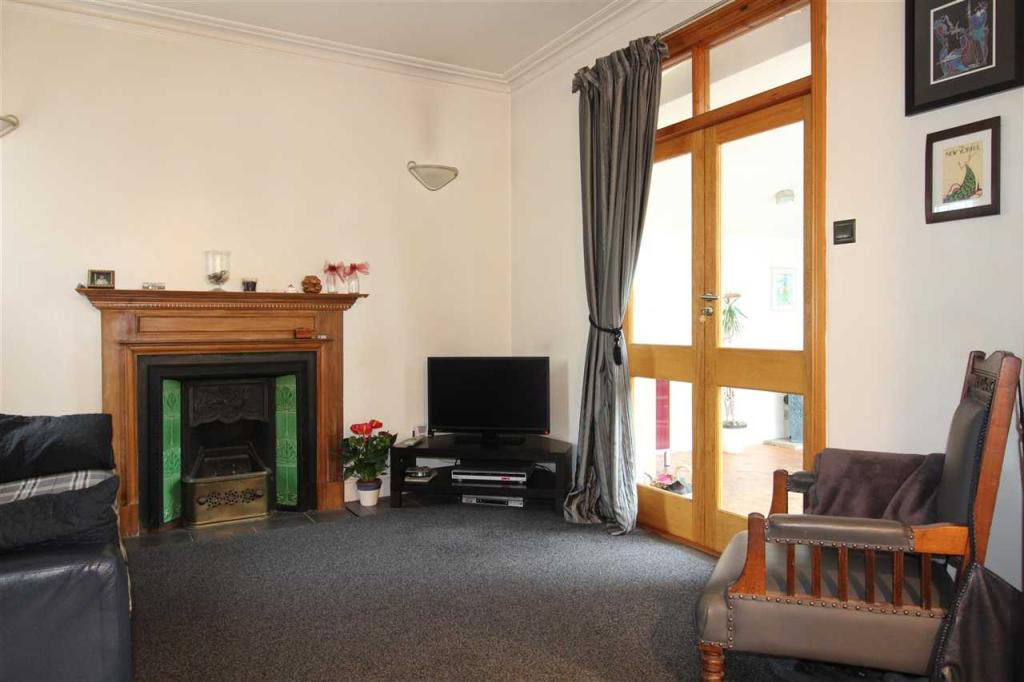 3 bedroom detached house for sale in leigh on sea ss9 for The dining room leigh