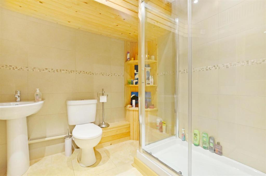 Bedroom 4 Ensuite.jp