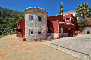 Villa in Vall Llobrega, Girona...