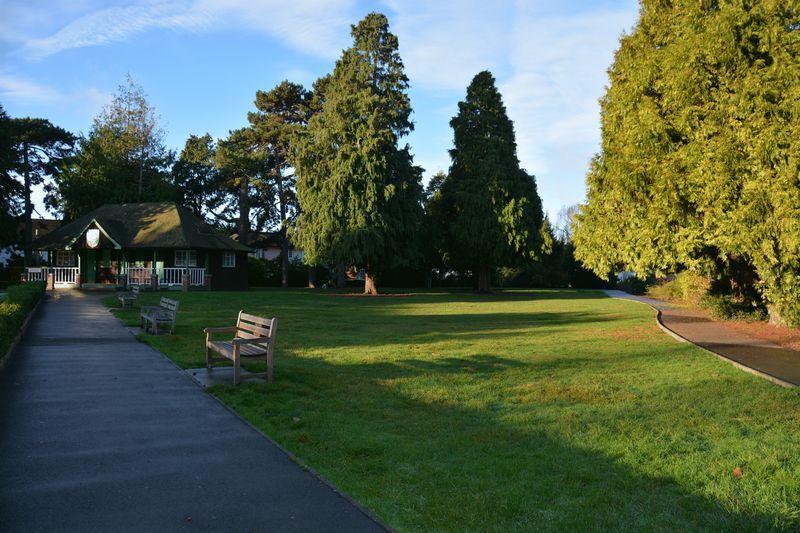 Grove Gardens ...