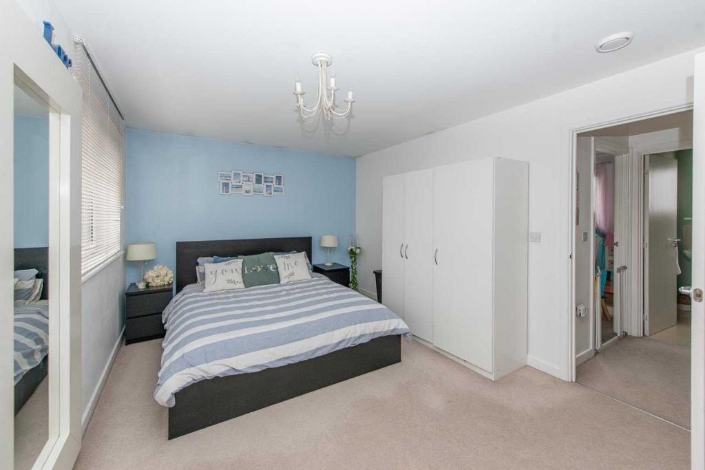 Sheirs Avenue, Dartford, Kent, DA1 5FQ-5