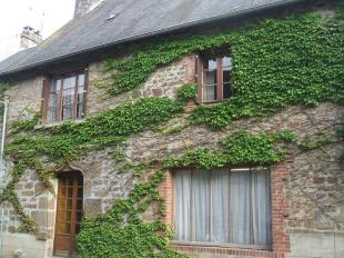 Village House for sale in Saint Fraimbault, Orne...