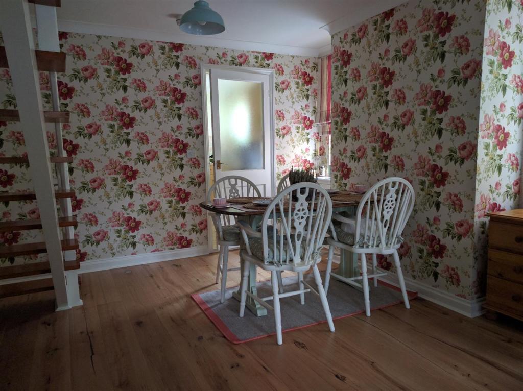 IMG dining room.jpg