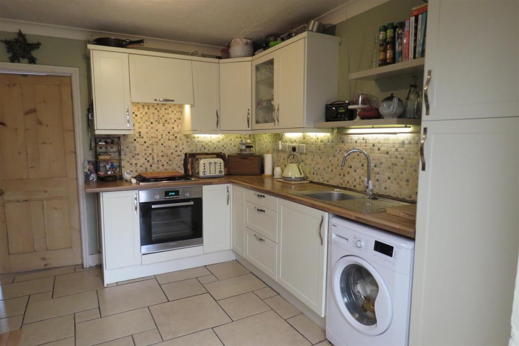Kitchen set 1.JPG