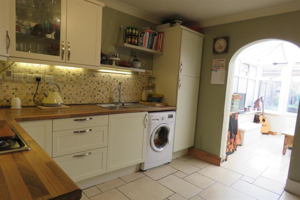 Kitchen1 set 1.JPG