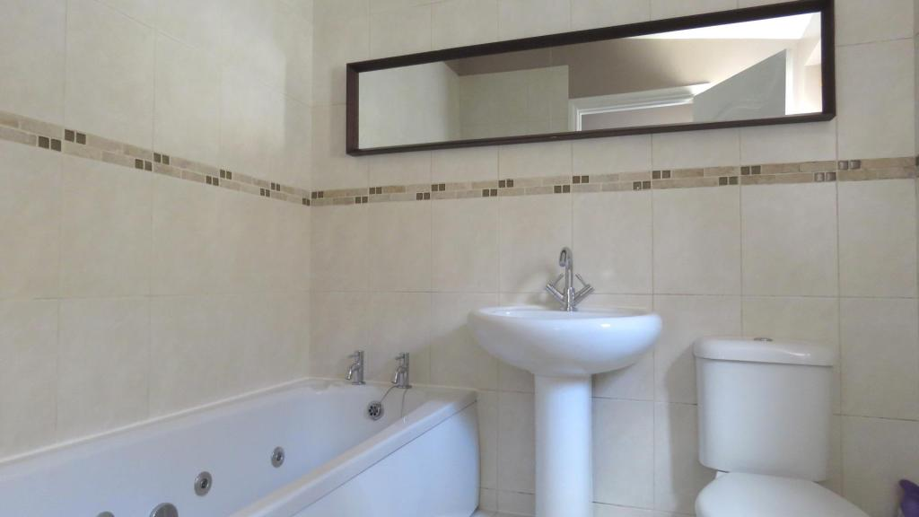 The Terrace 8 bathro