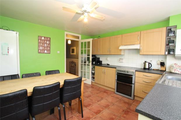 3 bedroom end of terrace house to rent in nightingale vale for Terrace kitchen diner