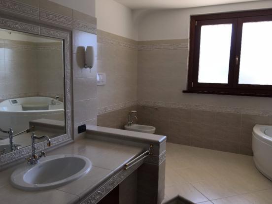 2° floor bathroom #2
