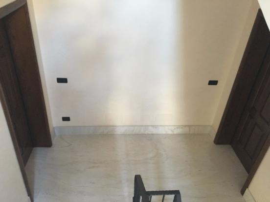 1° floor apts doors