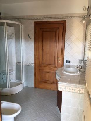 2° floor bathroom #1
