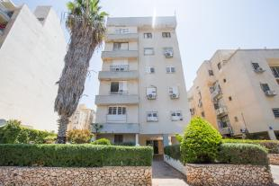 4 bedroom Flat in Netanya, HaMerkaz