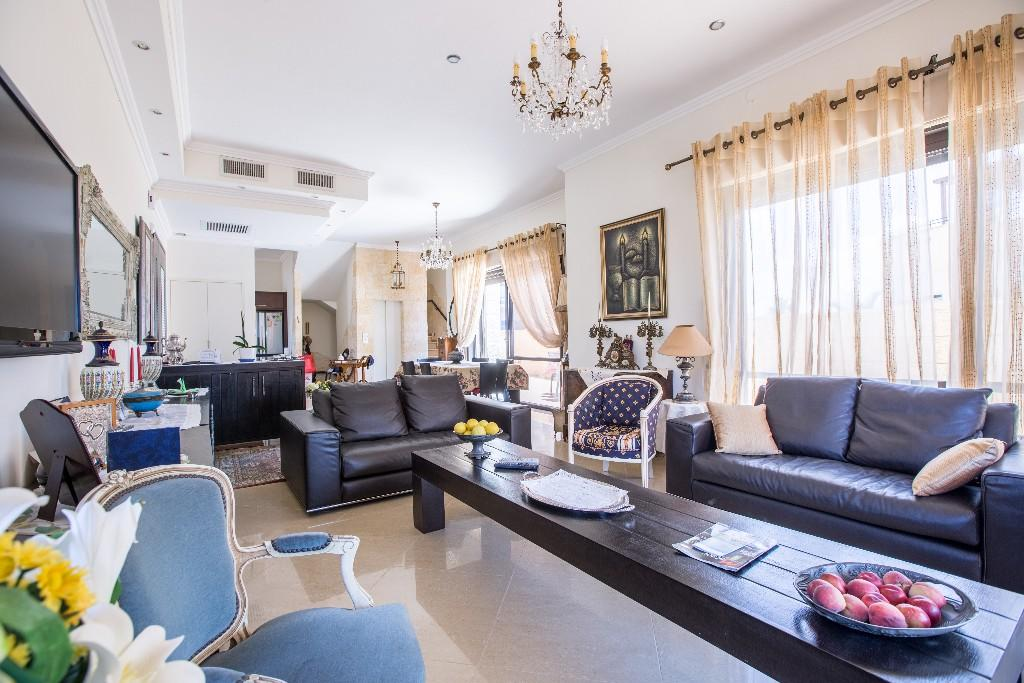 6 bedroom Villa for sale in Netanya, HaMerkaz