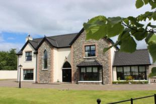 Detached home for sale in Droim Ard Avenue...