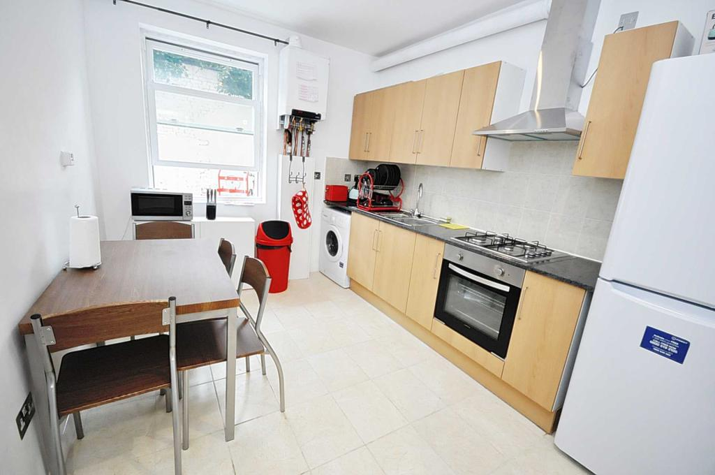 1 Bedroom Flat Share To Rent In East India Dock Rd London