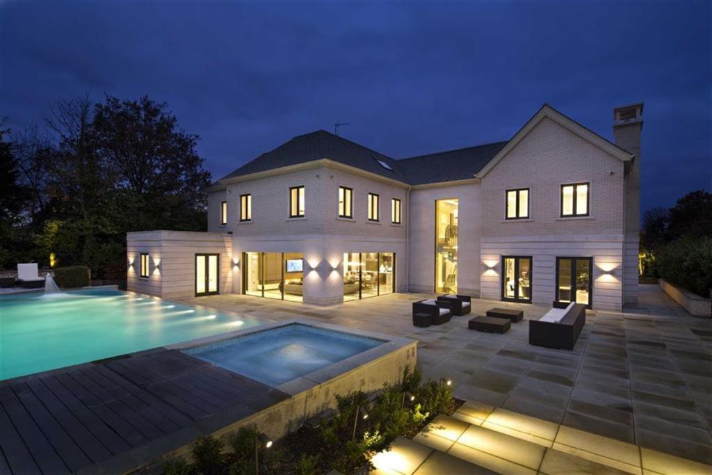 8 bedroom house for sale in newlands avenue radlett for Modern houses for sale uk