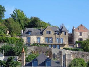 5 bed Town House for sale in Chinon, Indre-et-Loire...