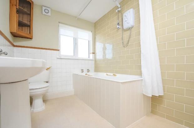 Bathroom 2 WEB.jpg