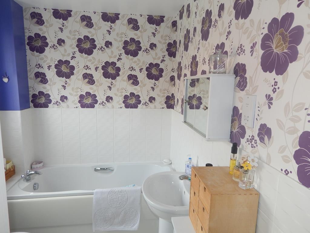en suite bath.JPG