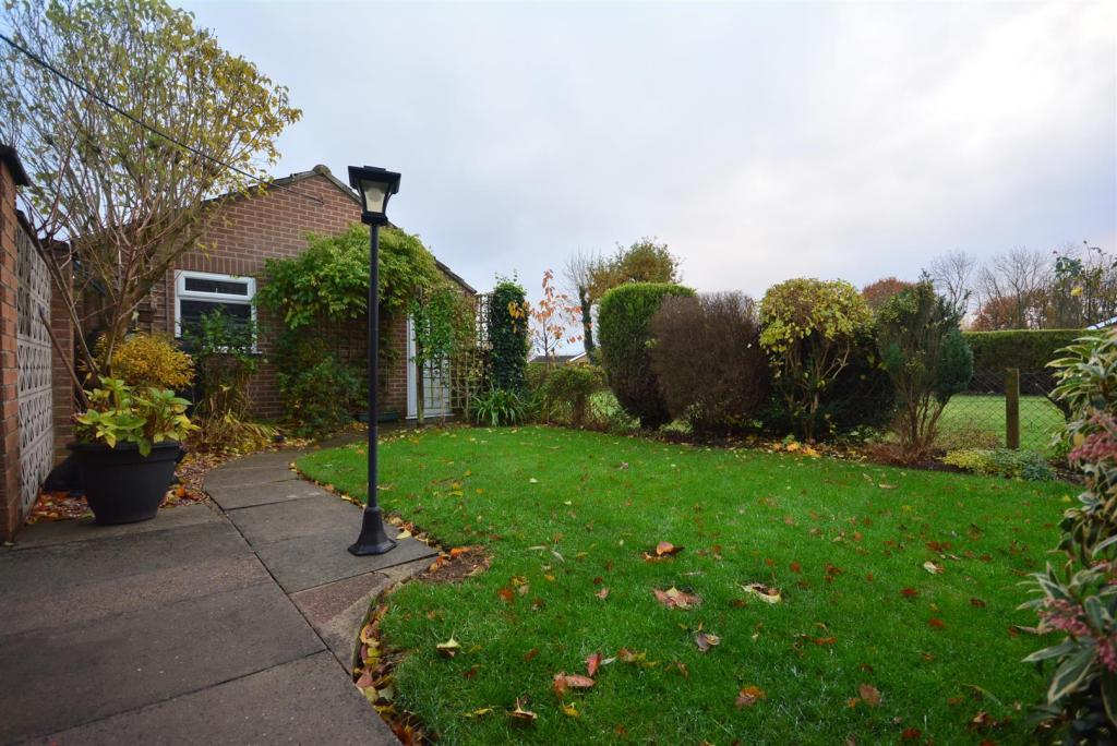 Front Garden/Garage