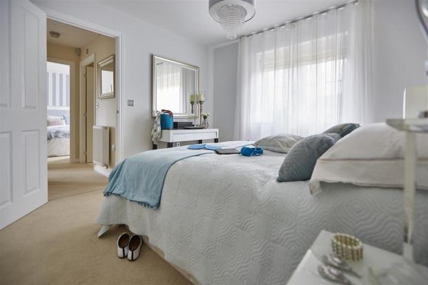 tw_oxford_bourne_view_hook_norton_pt37_yewdale_master_bedroom