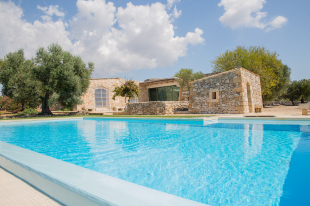 7 bed Villa for sale in Apulia, Lecce, Salve