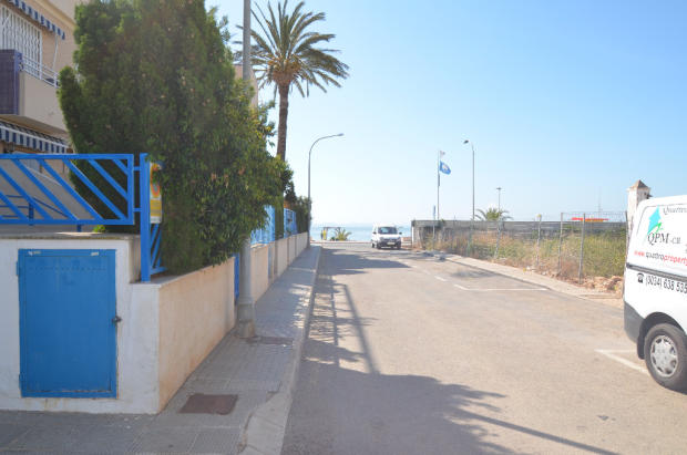 35 mtrs to seafront