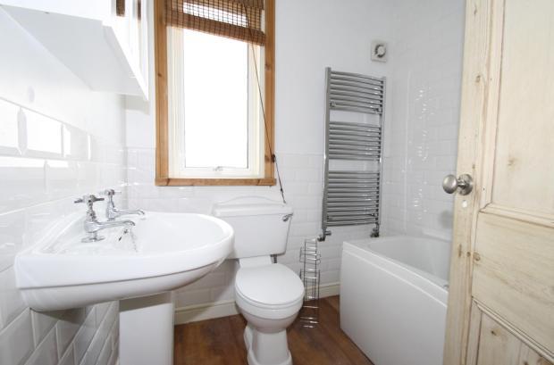 UpstairsBathroom-3-bed-house-SeaViewAvenue-Plymouth