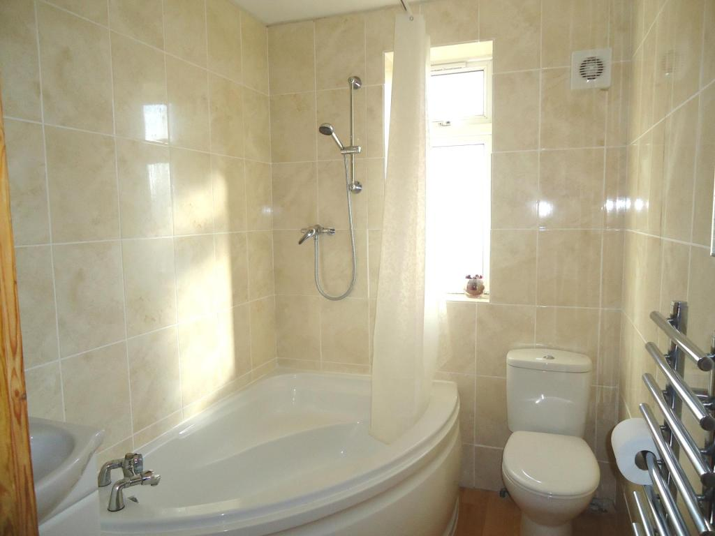 Bathroom-3-bed-house-MainstoneAvenue-Plymouth