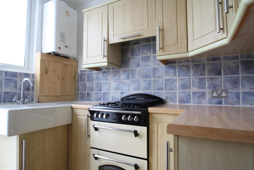 Kitchen-3-bed-house-EndsleighParkRoad-Plymouth
