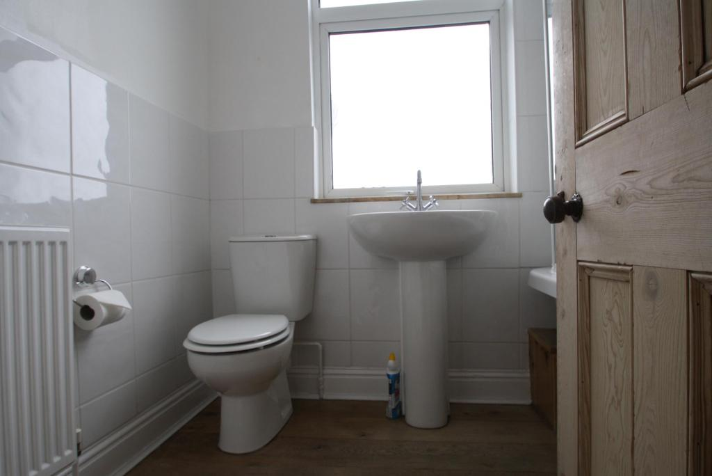 Bathroom-3-bed-house-EndsleighParkRoad-Plymouth