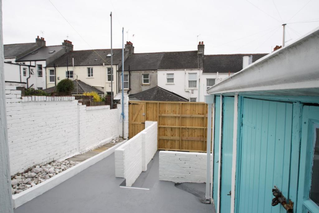 Courtyard-3-bed-house-EndsleighParkRoad-Plymouth