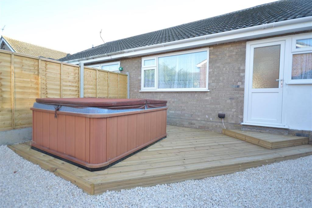 HOT TUB & DECKING AR