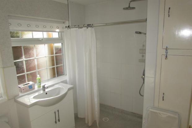 Wet Floor Shower Roo