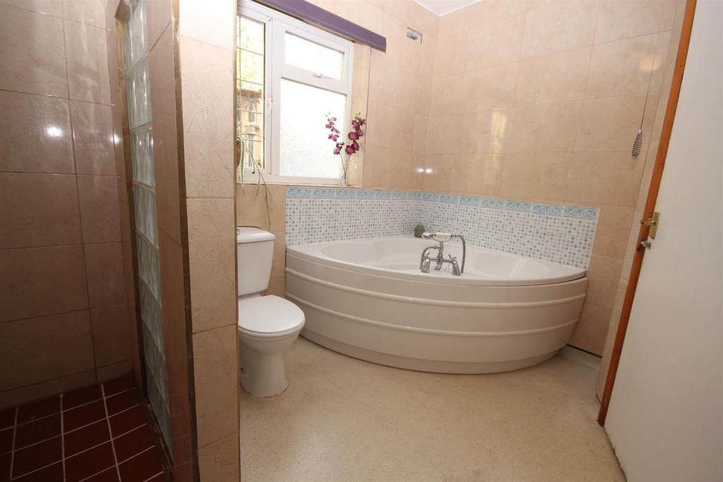 Bathroom - Shower.JP