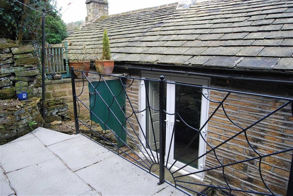 Smithy cottage kitchen area - Bedroom Terraced House For Sale In 2 Smithy Lane Holmbridge Hd9