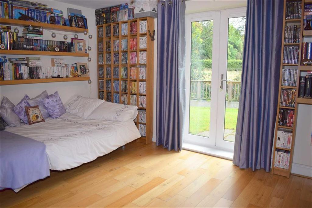 Bedroom 5 / Garden R