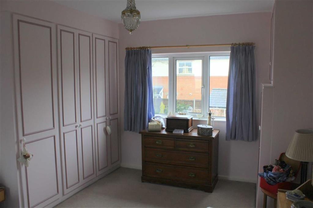 Bedroom 1 second vie