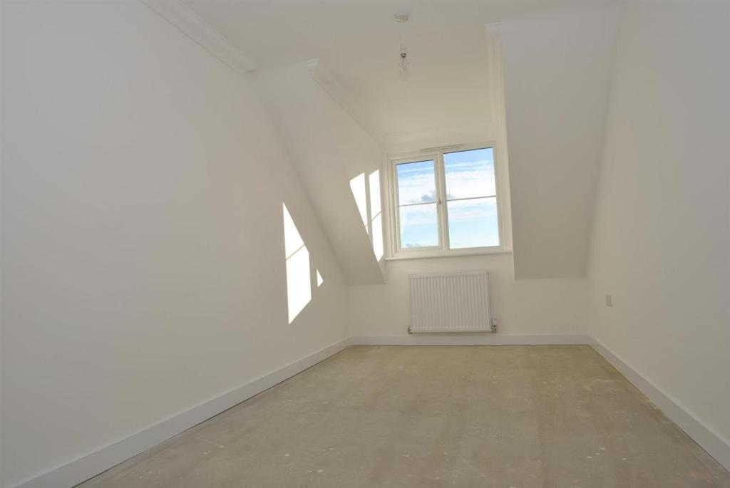 Flat 8 bedroom two.j