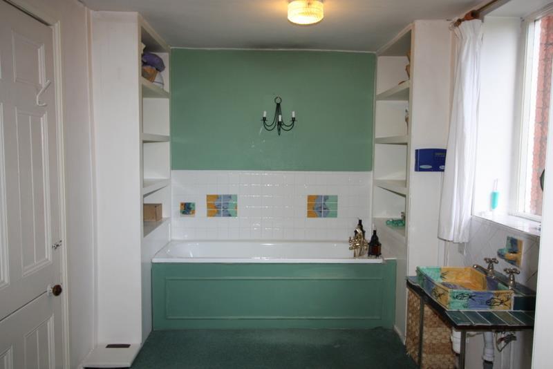 Bathroom (En Suite t