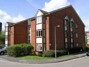 2 bed Flat in Maunsell Park, Crawley