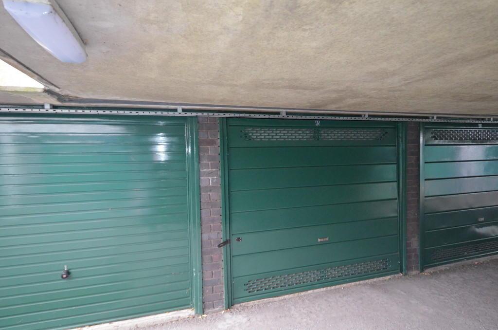 Garage for sale in brentford tw8 for 10ft x 7ft garage door