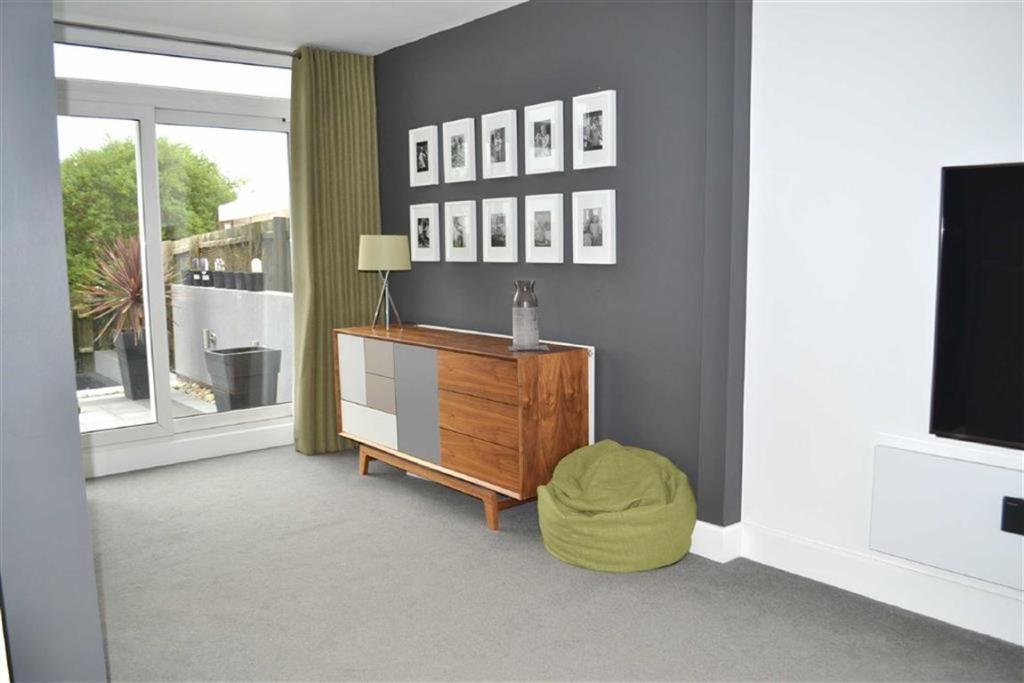 L-shaped Lounge