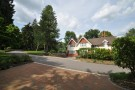 4 bed Detached house to rent in Snowdenham Lane