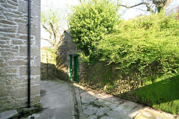 Outbuilding Pic 2