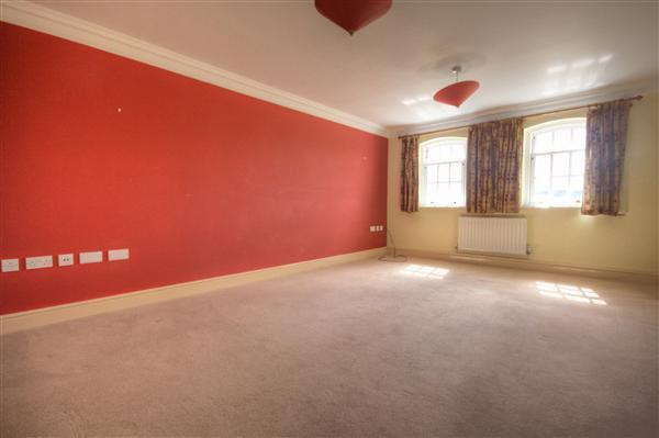 Living room 17'4 x 12'2