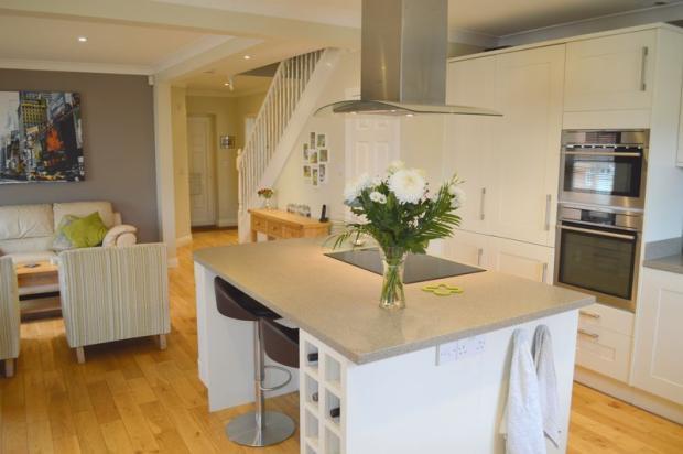 Kitchen/entert...