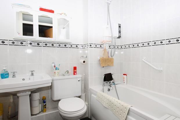 7 Farley bath.jpg
