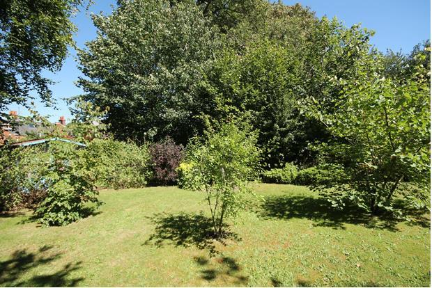 26 Clockhouse garden