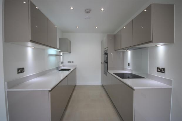 LUXURY FITTED KITCHE