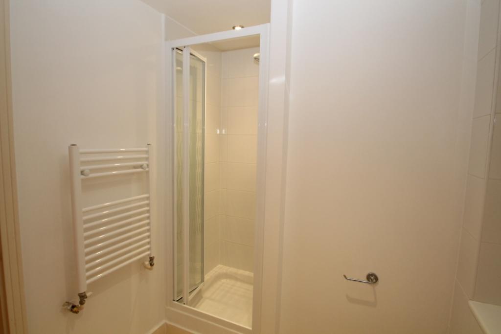 Shower cubicle in main bathroom